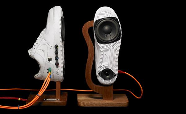 Sneakerspeaker
