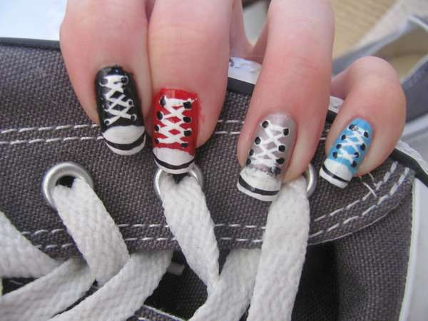 Chucks Fingernail Design