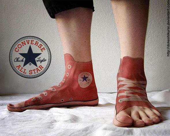 Converse All Star Tatoo auf den Füssen ...
