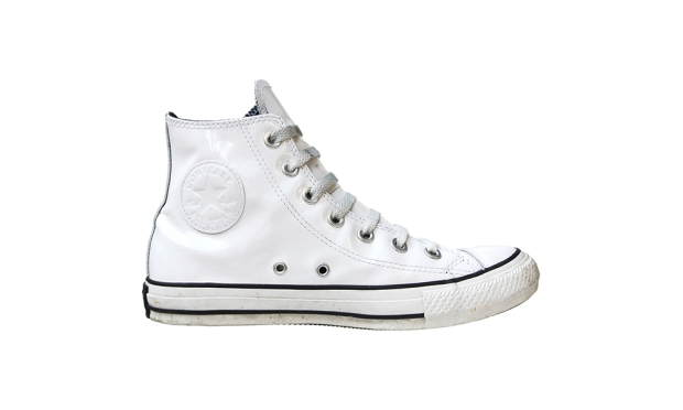 Converse All Star Chuck Taylor Chucks 111132 Lack Leder Leather Patent Weiss BDSM © Holger Dölle
